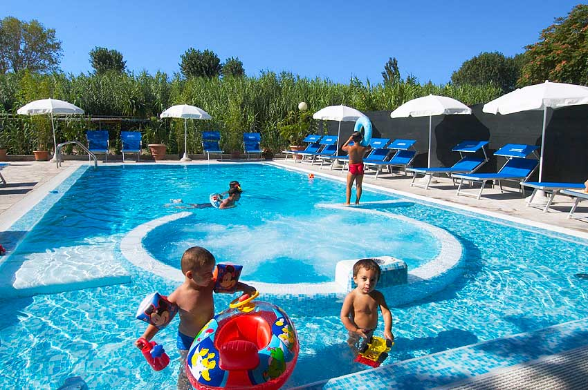 Residence promenade cattolica residence con piscina - Residence cattolica con piscina ...